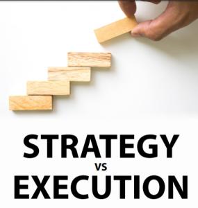 هر مدیری باید به صورت همزمان، در حال توسعه استراتژی های جدید و اجرای برنامه های قبلی باشد، نیاز به این مساله در برهه اخیر زمانی بسیار بیشتر از گذشته شده است، پس از خروج از بحرانی که ویروس کرونا ایجاد کرده است، شرکت ها باید بتوانند نتایج مثبت کوتاه مدت تولید کنند و در عین حال در استراتژی های مقابله با بحران خود تجدید نظر کنند تا بتوانند در اکوسیستم رقابتی امروزه، دوام بیاورند. در واقع مساله انجام طراحی استراتژی و یا اجرای استراتژی های قبلی نیست، بلکه مساله پیدا کردن تعادل صحیح بین این دو، در تایم فریم های متفاوت است. در حالی که همه ی رهبران و مدیران باید توانایی اجرای همزمان این دو وظیفه را داشته باشند، تعداد محدودی هستند که در واقعیت میتوانند این دو مسئولیت را به طور همزمان انجام بدهند. این مشکل برای مدیران تازه کار، شدت بیشتری دارد،کسانی که باید به سرعت به شناسایی و بررسی یک شرکت بپردازند و در پی حل مشکلات و چالش های حال حاضر آن دربیایند، در عین حال نیز برای آینده شرکت، یک فونداسیون و پایه قوی مهیا کنند. در حال حاضر بسیاری از رهبران نسل جدید را میبینیم که در طرح استراتژی بسیار توانمند هستند، کسانی که غول های دنیای تکنولوژِی هستند و با استفاده از توانایی ها و مهارت هایشان در شرکت ها و ارگان هایی مشغول شده اند که قبل از ورود آنان نیز مانند ساعت، کار خود را انجام میداد، اما مدیران و رهبران نسل زد(z) فاقد تجربیات عمیق اجرایی هستند و شاید نسبت به این واقعیت ناآگاه باشند که همه ی افراد یک شرکت، اعم از کارمندان و مدیران در سطوح مختلف، نیاز دارند ببینند که رهبران یک شرکت یا یک ارگان، قبل از نگاه به آینده و استراتژی های طرح شده برای آن، به بررسی اجرای استراتژی ها و اهداف قبلی میپردازند.
